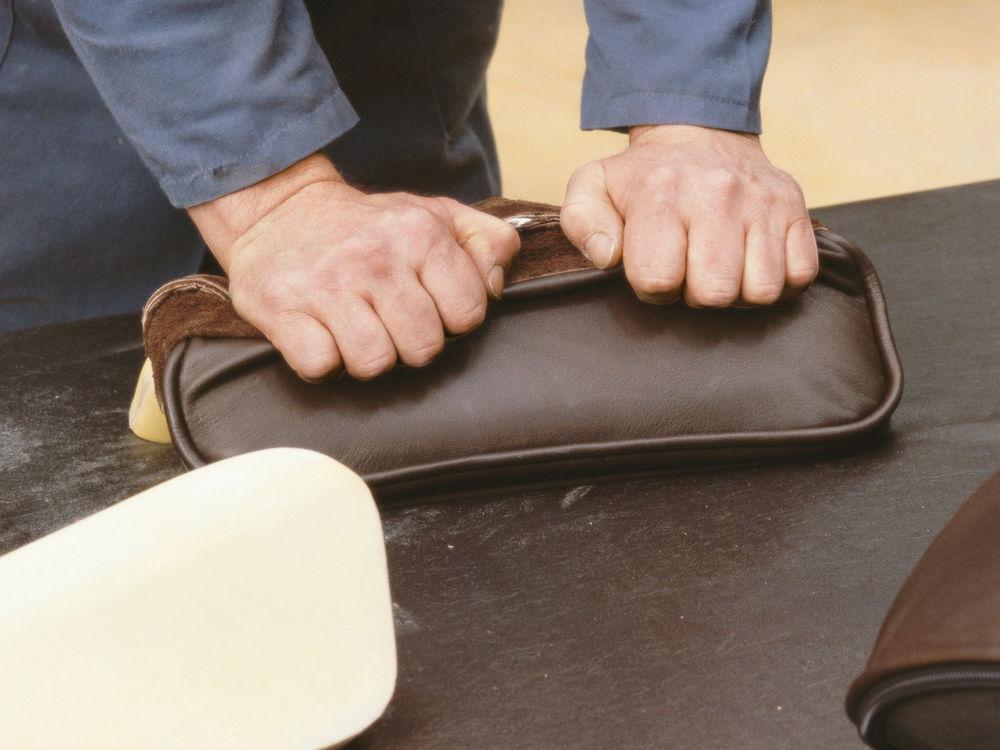 Vitra Eames Kussen : Jouw eames lounge chair gebouwd in onze showroom mastermeubel