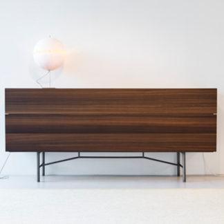 Grand BuffetGrand Buffet buffetkast - eucalyptus hout, basis nikkel, legplanken glas