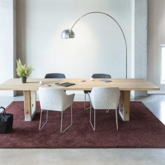 BaseBase tafel - massief eiken, afwerking C30P mat lak, voet naturel beton