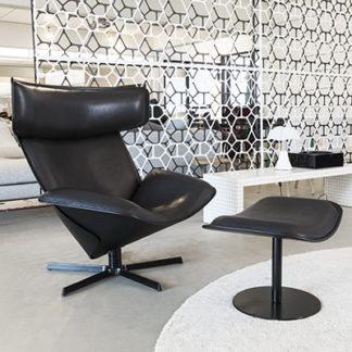 AlmoraAlmora fauteuil, zwart leder KS153 kasia antraciet, schaal antraciet, structuur verni zwart, hoofdsteun chene brossé noir