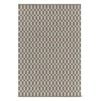 Cubrick IconHet Cubrick Icon tapijt van Kasthall is een uitbreiding van de klassieke Arkad familie van Kasthall. Geïnspireerd door traditioneel geweven textiel in een wereld vol kleuren. Het tapijt is herkenbaar door zijn speelse grafische uitstraling. De verleidelijke nuances van Cubrick maken dit tapijt een dankbaar accessoire in het interieur. Het vult eenvoudig de omgeving aan zonder zijn eigen identiteit te verliezen. Verkrijgbaar in verschillende variaties.